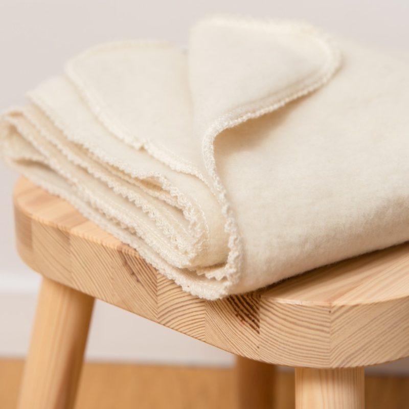 Couverture bébé en polaire de laine mérinos bio écru Reiff